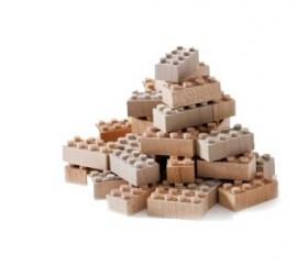 """Featured image for """"LEGO rivela il primo prototipo di mattoncino realizzato con plastica riciclata"""""""